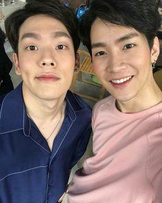 ❤ the series Tv Actors, Actors & Actresses, 2moons The Series, 2 Moons, Bad Romance, Thai Drama, Drama Film, Kpop, Gay Couple