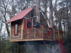 Sky Barn is a dream tree house that he constructed in his backyard for his children. Sky Barn is an amazing structure that features the use of Kee Lite pipe fittings.