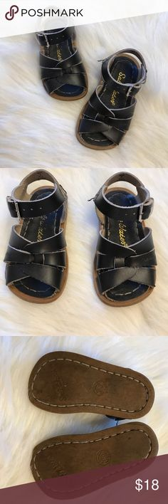 Hoy Salt water sandals Size 5 These sandals are perfect for wearing around the pool or beach because they can be worn in water! Great condition , run a bit big Salt Water Sandals by Hoy Shoes