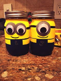 Have you watched the famous films of Despicable me and the minions? If you liked it you& love these fun DIY projects for decorating with minions Cool Diy Projects, Diy Crafts For Kids, Fun Crafts, Craft Ideas, Kids Diy, Wood Crafts, Decor Ideas, Minion Birthday, Minion Party