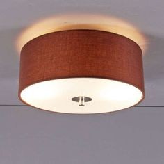Deckenleuchte Drum 30 rund braun: Schlichte und elegante Deckenleuchte mit einem Lampenschirm aus Baumwolle. Der Lampenschirm ist an der Unterseite mit edlem Mattglas abgedeckt. #Deckenleuchte #innenbeleuchtung #wohnen #einrichten #modern