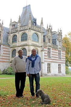 Le château d'Etelan est indissociable de la figure de ceux qui l'ont fait revivre et en ont révélé l'incroyable beauté : les Boudier. L'histoire a commencé avec Françoise Boudier, venue du Havre avec son mari qui s'était pris de passion pour ce qui était alors quasiment une ruine dans les années 70… aujourd'hui ses fils Alain et Marc continuent de faire vivre le site.