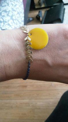 7dd7eb859b2 Bracelet fantaisie épi jaune bleu et doré