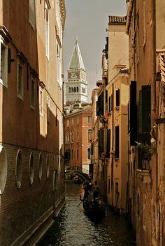 un'avemaria .. ♫♪ by Beppe Modica, via Flickr  (Venice, Italy)
