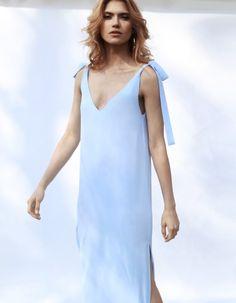 Suknia maxi z wiązanymi ramiączkami
