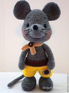 Amigurumi mouse. (Inspiration. There is a pattern but its not in English).