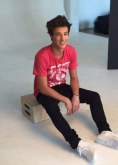 I'm Cameron, I'm 15.  I have 3 sisters, Taylor, Madi, and Peyton. I also have 2 brothers, Ethan and Grayson. Im single.