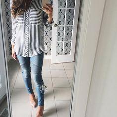 Aujourd'hui notre coup de coeur #lookdujour vient de @miissss_b avec sa tenue casual-chic inspirante!  Tu veux toi aussi te retrouver en vedette sur l'accueil du site? Utilise le tag @lookdujour_ca avec le #lookdujour  #lookdujour #ldj #ootd #stripes #denim #heels #basics #selfie #jean #trendy #spring #fashion #cute #modemtl #style #pretty #outfitideas #cestbeau #inspiration #onaime #regram  @miissss_b