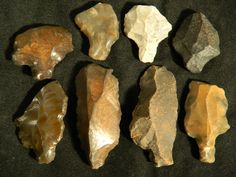 Upper/Middle Paleolithic Aterian arrowheads, tools, scrapers/knives (55,000 - 12,000 BCE). Algeria, North Africa