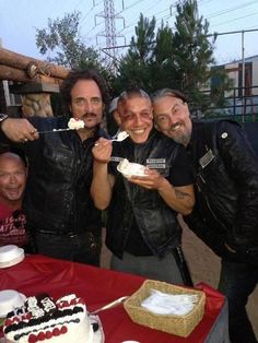 Kim Coates // Tig // Theo Rossi // Juice // Tommy Flanagan // Chibs // Sons Of Anarchy- I love these guys! Soa Cast, Kim Coates, Sons Of Anarchy Motorcycles, Sons Of Anarchy Samcro, Theo Rossi, Tommy Flanagan, Jax Teller, Chef D Oeuvre, Thing 1