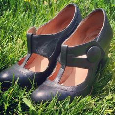 Vintage Mary Jane Heels sz65 by Noseboopfactory on Etsy, $15.00