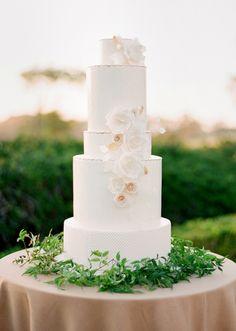 photo Jose Villa design laurie arons Amazing Wedding Cakes, Elegant Wedding Cakes, Elegant Cakes, Wedding Cake Designs, Wedding Cake Toppers, Cake Wedding, Wedding Gowns, Wedding Cake Fresh Flowers, Garden Party Wedding