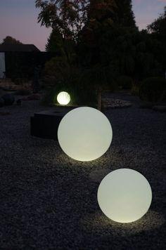 Lovely Tolle Leuchtkugel aus Kunststoff als beleuchtete Dekoration f r den Garten