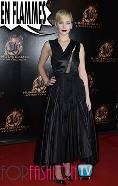 #JenniferLawrence #RedCarpet GOTHIC @ #CatchingFire #Premiere In #Paris !!!