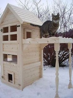 Cat house Cat scratching cat tower - Cats and Dogs House Feral Cat Shelter, Feral Cat House, Feral Cats, Cat Shelters, Wooden Cat House, Cat House Diy, Kitty House, Outside Cat House, Gatos Cat