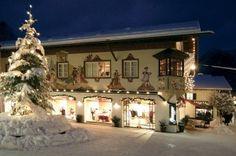 Garmisch-Partenkirchen, Alemanha Localizado no sopé da montanha mais alta da Alemanha, o Mercado de Natal de Garmisch está situado no melhor resort dos Alpes da Baviera. A linda paisagem de inverno com montanhas cobertas de neve e passeios de trenós faz com que esse mercado seja ainda mais mágico.