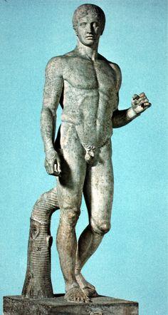 Doriforo Ci sono due copie di questa famosa opera, una in bronzo e questa in marmo. Copia della fine del II sec d.C. Ritrovata a Pompei e ora conservata al museo archeologico nazionale a Napoli