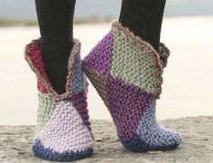 Crochet Slippers 16 squares 10x10cm - Diagram ❥Teresa Restegui http://www.pinterest.com/teretegui/❥