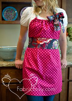 "FREE apron project: ""Fuchsia Dot Apron"" (from Amy Hearts It)"