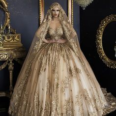 Image about fashion in Royal Gowns by Maria on We Heart It Beautiful Wedding Gowns, Dream Wedding Dresses, Bridal Dresses, Ball Dresses, Ball Gowns, Prom Dresses, Pretty Dresses, Beautiful Dresses, Fantasy Gowns