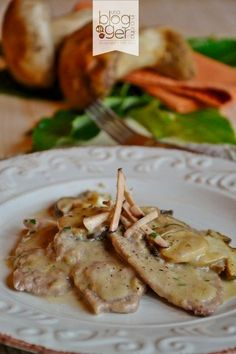 scaloppine ai funghi porcini (1) Meat Recipes, Healthy Recipes, Beef Dishes, International Recipes, Burritos, Italian Recipes, Food Inspiration, Good Food, Food Porn