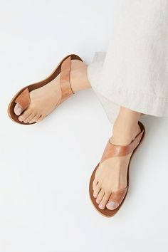 Fashion Trends for Women Slide View Beach Trip Sandal Leather Slippers, Leather Shoes, Leather Sandals Flat, Tan Leather, Cute Shoes, Me Too Shoes, Shoe Boots, Shoes Sandals, Beach Sandals