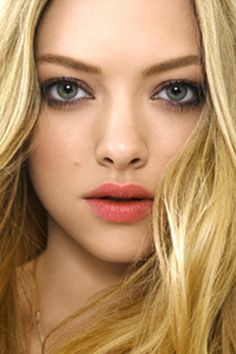 Amanda Seyfried - luv her hair and makeup