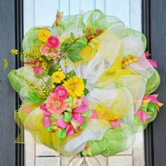 Love these spring colors and the look of the whole wreath.