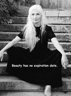 Beauty is ageless!- Beauty is ageless! Family Quotes Love, Great Quotes, Quotes To Live By, Life Quotes, Inspirational Quotes, Aging Quotes, Frases Humor, Ageless Beauty, Getting Old