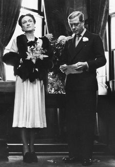 The Duke and Duchess of Windsor photographed by Alfred Eisenstaedt, The Windsors rented and borrowed houses until there could be no possible doubt that returning to England was out of the question.