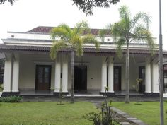 Indonesian Dutch Colonial House Colonial Architecture, Interior Architecture, Dutch Colonial Homes, Traditional Market, Dutch East Indies, Courtyard House, Surabaya, Exterior Design, Sweet Home