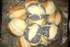 The fastest bread rolls in the world - Rezepte - Brot Bread Bun, Easy Bread, Bread Rolls, My Recipes, Bread Recipes, Favorite Recipes, German Bread, Fall Desserts, Pampered Chef