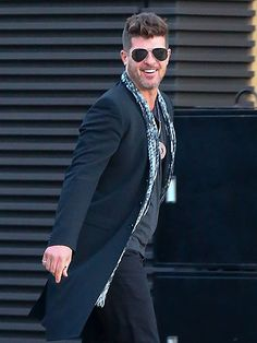 Star Tracks:Monday, April 11, 2016 | THE THICKE OF IT  | Robin Thicke is all smiles as he heads out for a meal in Malibu on Thursday.