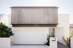 Set on Sydney's lower north shore, Headland House sees Clayton Orszaczky create a reverential response to the coastal context. Residential Architecture, Architecture Design, Australian Architecture, Facade Design, House Design, Fresco, Open Space Living, Living Spaces, Facade House