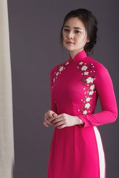 Party Wear Indian Dresses, Designer Party Wear Dresses, Kurti Designs Party Wear, Indian Fashion Dresses, Simple Kurti Designs, Kurta Designs Women, Kurti Embroidery Design, Embroidery Dress, Girls Dresses Sewing
