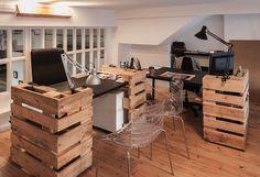 Jpr_arquitectura convirtió un antiguo almacén en un estudio multifuncional, afrontando la compleja tarea de unificar el espacio y hacer convivir varias actividades.