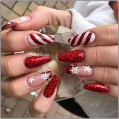 Winter Nails - 102 festive and easy christmas nail art designs you must try page 2 Chistmas Nails, Cute Christmas Nails, Christmas Nail Art Designs, Holiday Nail Art, Xmas Nails, Red Nails, Snowman Nails, Christmas Acrylic Nails, Simple Christmas