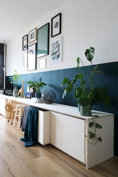 40 The Little-Known Secrets to Half Painted Walls Living Room 40 The Little-Known Secrets to Half Painted Walls Living Room Laura Zimmertausch The Demise of Half Painted Walls Living nbsp hellip Painting walls Living Room Paint, Living Room Decor, Living Walls, Living Rooms, Half Painted Walls, Hallway Decorating, Decorating Ideas, Room Colors, Bedroom Wall
