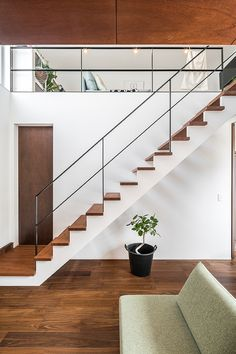 Glass Stairs Design, Staircase Railing Design, Home Stairs Design, Stair Handrail, Modern Staircase, House Design, Tiny House Loft, Balustrades, Concrete Interiors