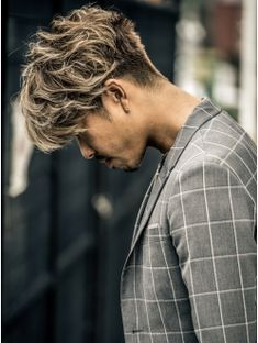 大人しくないオトナ 2 Korean Men Hairstyle, Mens Hairstyles With Beard, Cool Mens Haircuts, Hair And Beard Styles, Hairstyles Haircuts, Faded Hair, Bleached Hair, Curly Hair Cuts, Short Hair Cuts