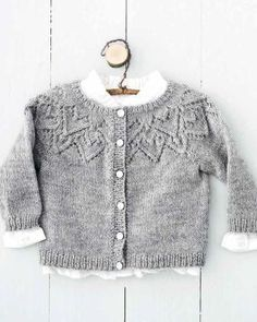 Heart Cardigan-p. Cardigan Bebe, Knitted Baby Cardigan, Knit Baby Sweaters, Baby Pullover, Knitting For Kids, Baby Knitting Patterns, Crochet For Kids, Knit Crochet, Newborn Outfits