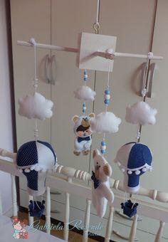 Gabriela Resende ateliê: Mobile ursinhos e balao branco e azul marinho