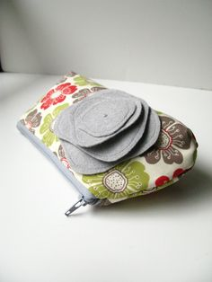 Cute little bag... could use for make up, toiletries, etc.