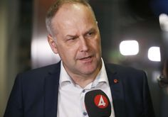 Ruotsin vasemmistopuolueen puheenjohtaja Jonas Sjöstedtin mukaan valinnanvapausmalli on tuottanut valtavia ongelmia Ruotsissa. Yksityisten palvelutuottajien etujärjestön johtaja syyttää Sjöstedtiä myyttien levittämisestä.