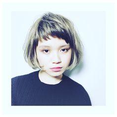 前髪で印象チェンジ♡「アシメバング」が似合うボブヘアスタイル&アレンジ集|【HAIR】 Bob Styles, Short Hair Styles, Bob Hair Color, Pale Face, Salon Services, Inverted Bob, Effortless Chic, Girl Falling, Hair Designs