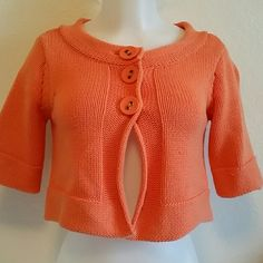 Crop Sweater Jh collectibles petite. Crop sweater, 3/4 sleeves. Salmon color . In pre-loved condition. Sweaters
