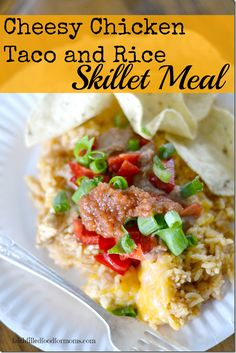 Super quick and easy Cheesy Chicken Taco and Rice (in 20 min or less!) / Faith Filled Food for Moms (healthy chicken tacos quick) Brownie Desserts, Oreo Dessert, Mini Desserts, Coconut Dessert, Fast Dinner Recipes, Fast Dinners, Cheap Dinners, Weeknight Dinners, Healthy Chicken Tacos