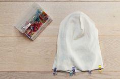 Návod jak ušít oboustrannou čepici + střih (vel. 0 - 99 let) - Prošikulky.cz S Man, Hats, Sewing Patterns, Tutorials, Knitting, Children, Young Children, Boys, Hat