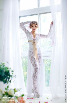 Пеньюар `Афродита`. Утонченный и соблазнительный пеньюар из кружева прекрасно подойдет невесте для первой брачной ночи или же для сборов невесты перед свадьбой, для свадебной фотосессии, которая сейчас становится такой популярной.