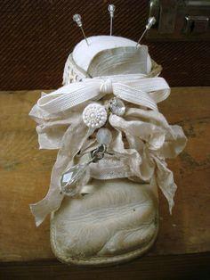 Vintage Crafts, Vintage Sewing, Victorian Crafts, Vintage Ideas, Shoe Crafts, Diy Crafts, Sewing Projects, Craft Projects, Craft Ideas